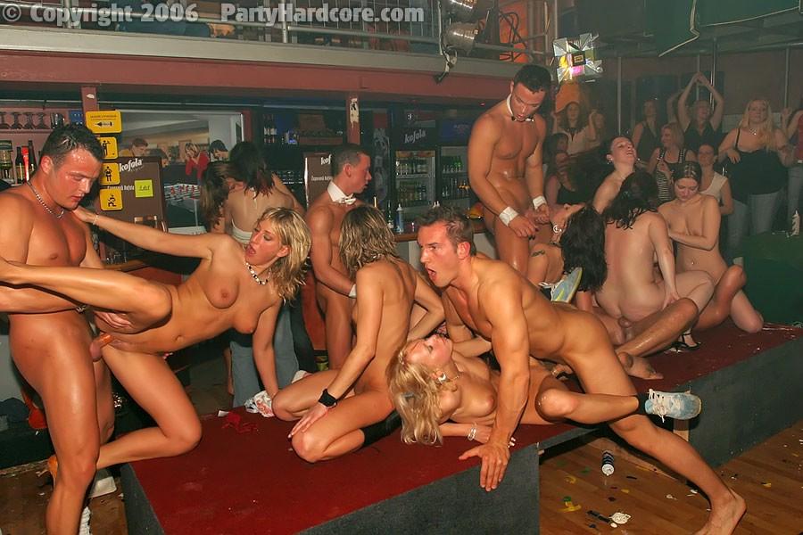 Секс вечеринка в доме